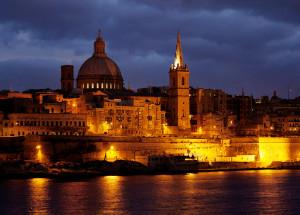 Malta - hlavné Mesto Valletta v noci