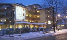 Hotel Canada S Bazénem – Pinzolo