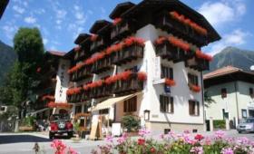 Hotel Collini S Bazénem – Pinzolo Až Pro 6 Osob