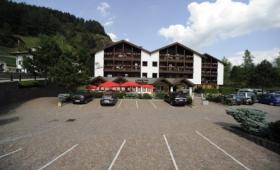 Aparthotel Des Alpes S Bazénem – Cavales