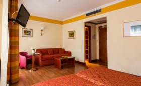 Hotel Il Chiostro*** – Intra